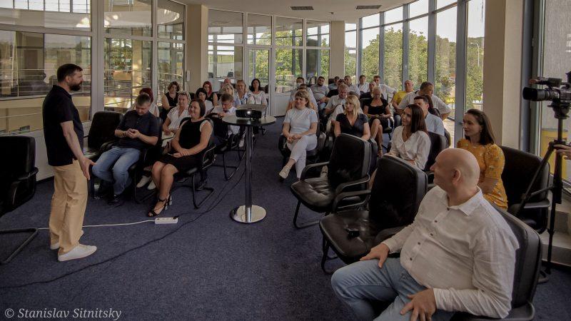 Олександрія має знайти ідею для міста і почати новий рівень розвитку: дискусія на зустрічі активу міста із Павлом Гайдаєм